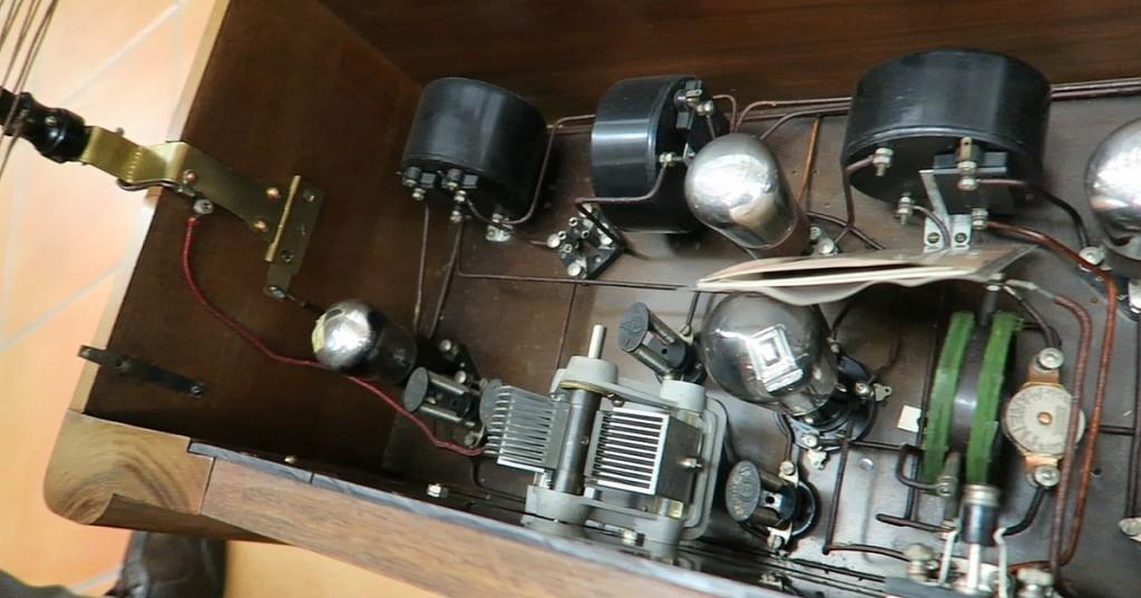 radio ravalico trieste anni 20 valvole 7