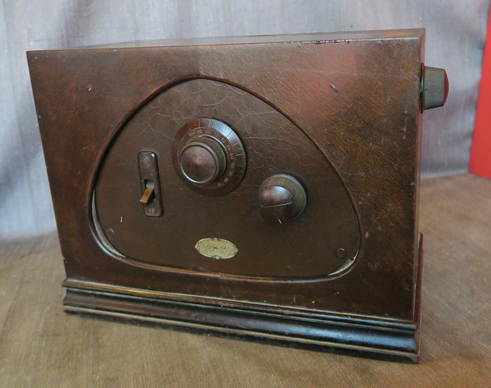radio watt modello Micro radio d'epoca italiana a cassetta.