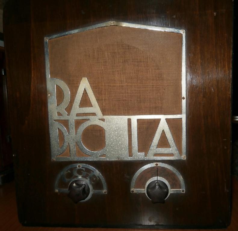 Radio Balilla con fregi mutilati. La defascistizzazione del  25 luglio 1943