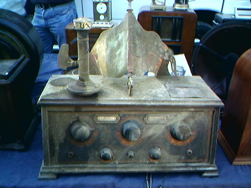 radio cassetta fasci posticci