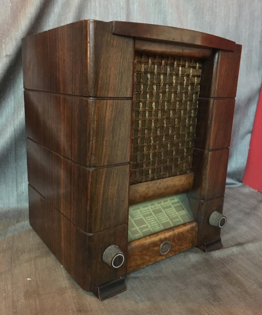 Radio CGE radio mod. 460 (radiorurale) in dotazione ai dirigenti fascisti. Telaio 61761
