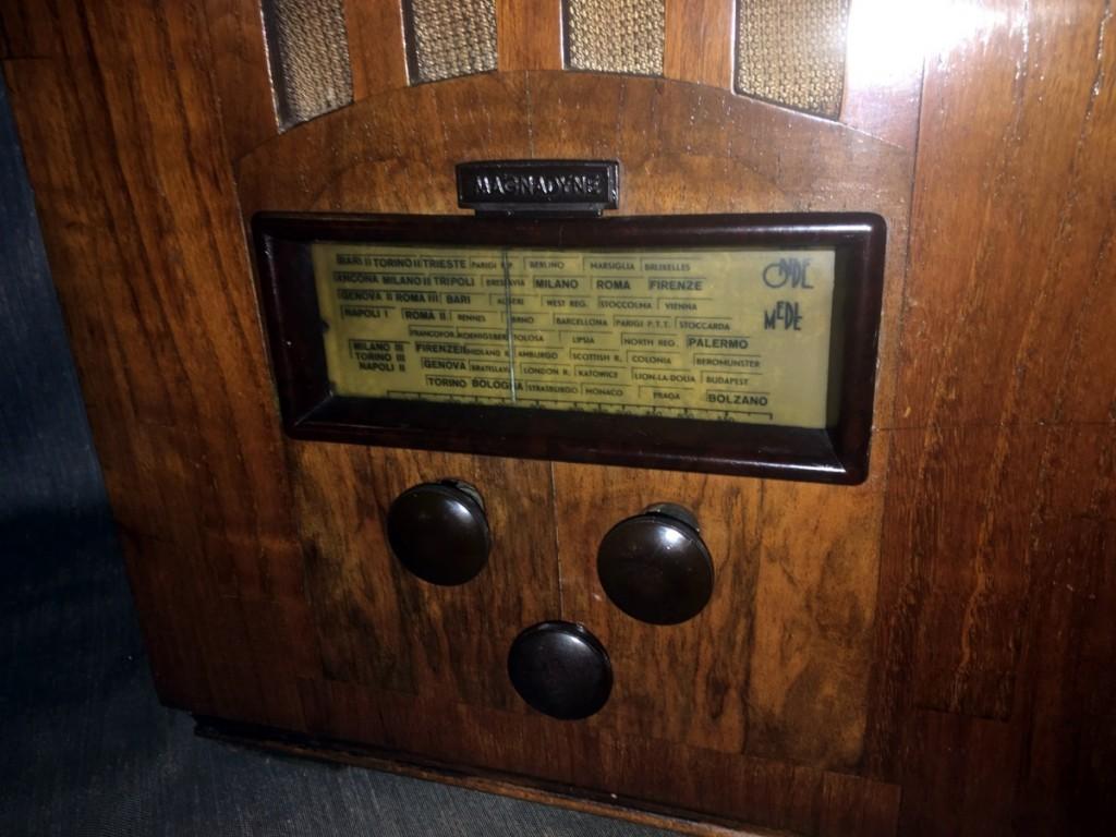 radio Magnadyne M44 4