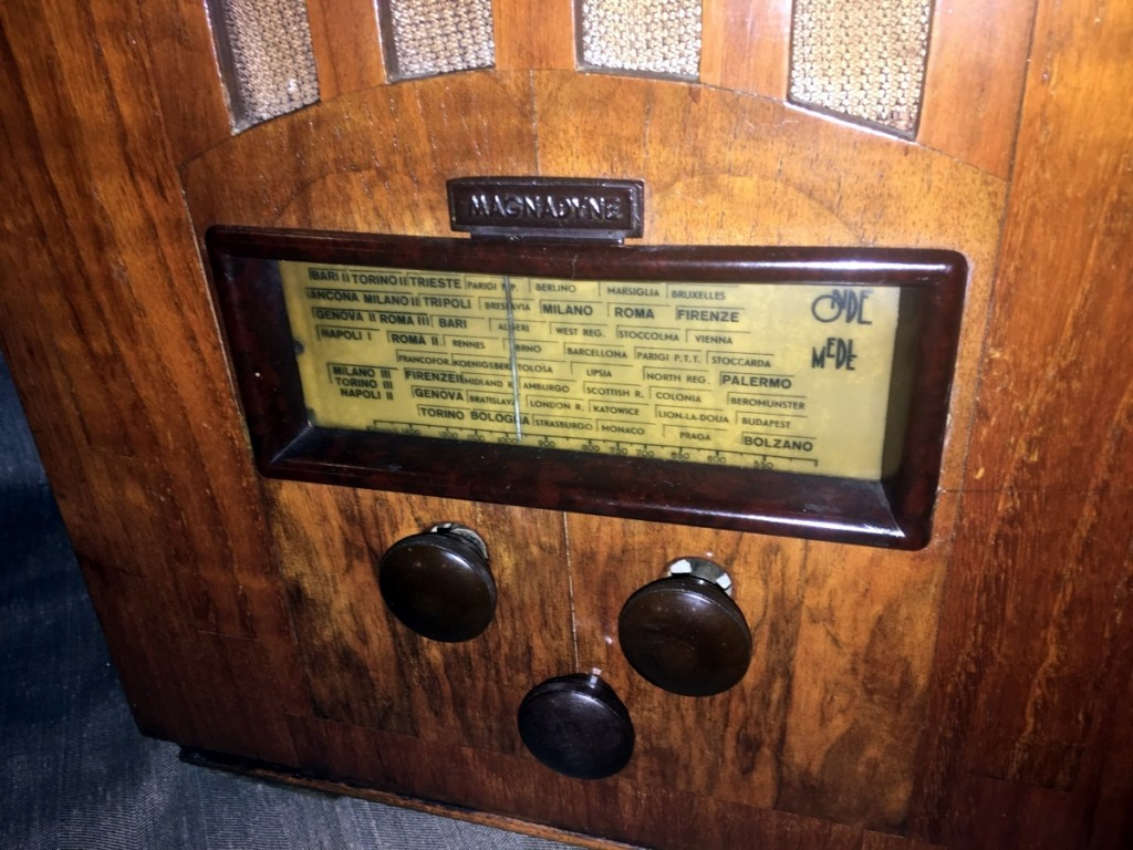 radio Magnadyne M44 5