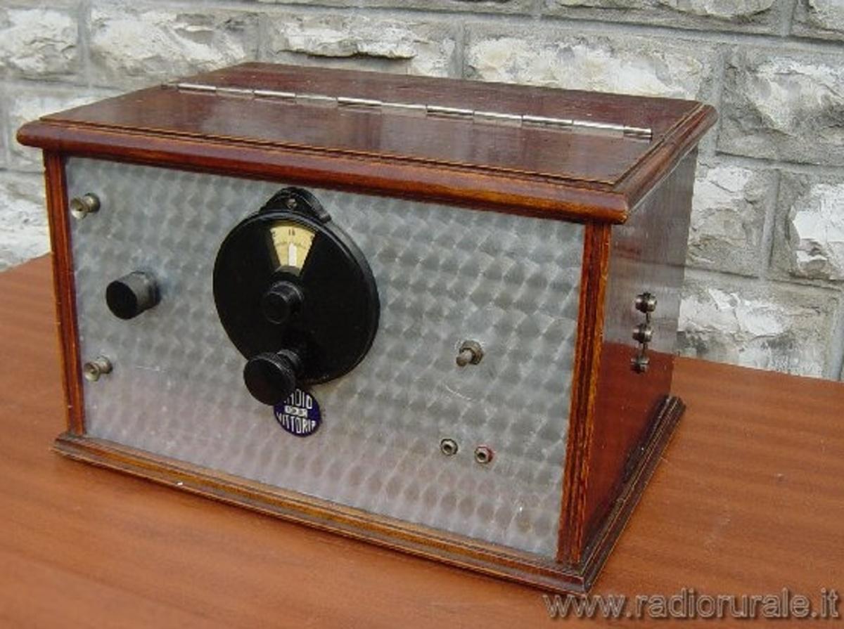 RADIO VITTORIA TORINO modello R.V. 2  apparecchio N° 173