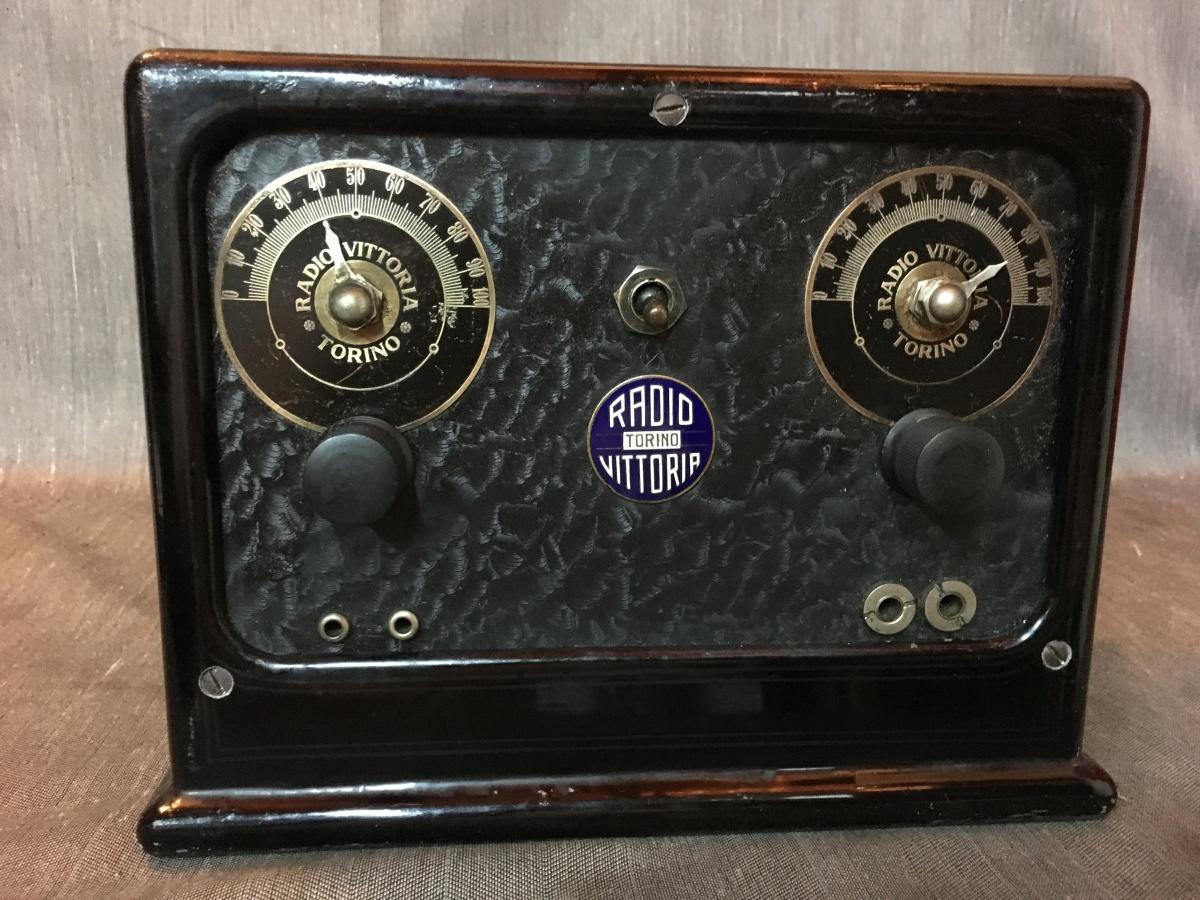 RADIO VITTORIA TORINO  modello 3 valvole in presso fusione di alluminio