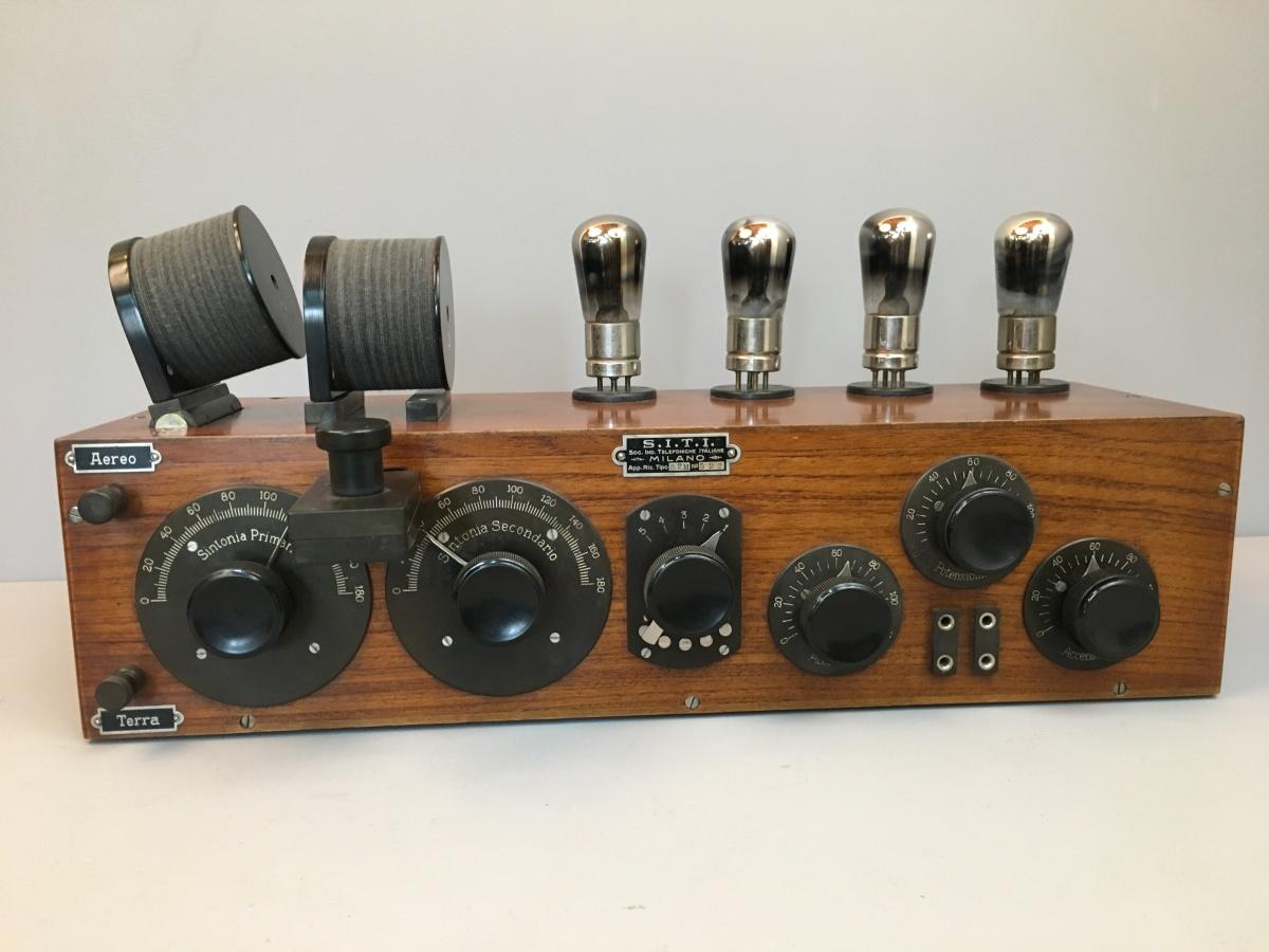 Radio anni 20 4 valvole SITI R2M n° 527 mobile 92 4 valvole 0,1 amper