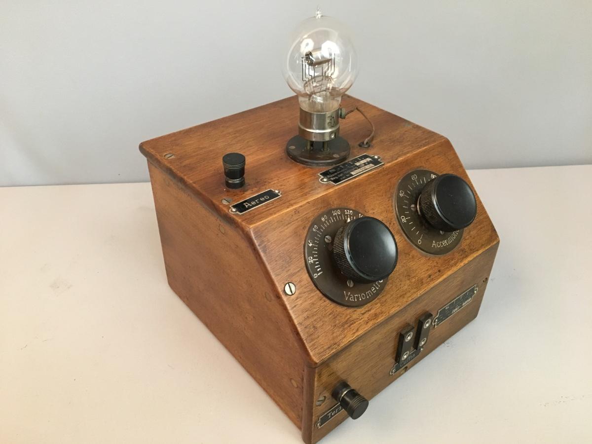 Radio anni 20 1 valvola Siti bigriglia R9 n° 213 mobile n° 194 1