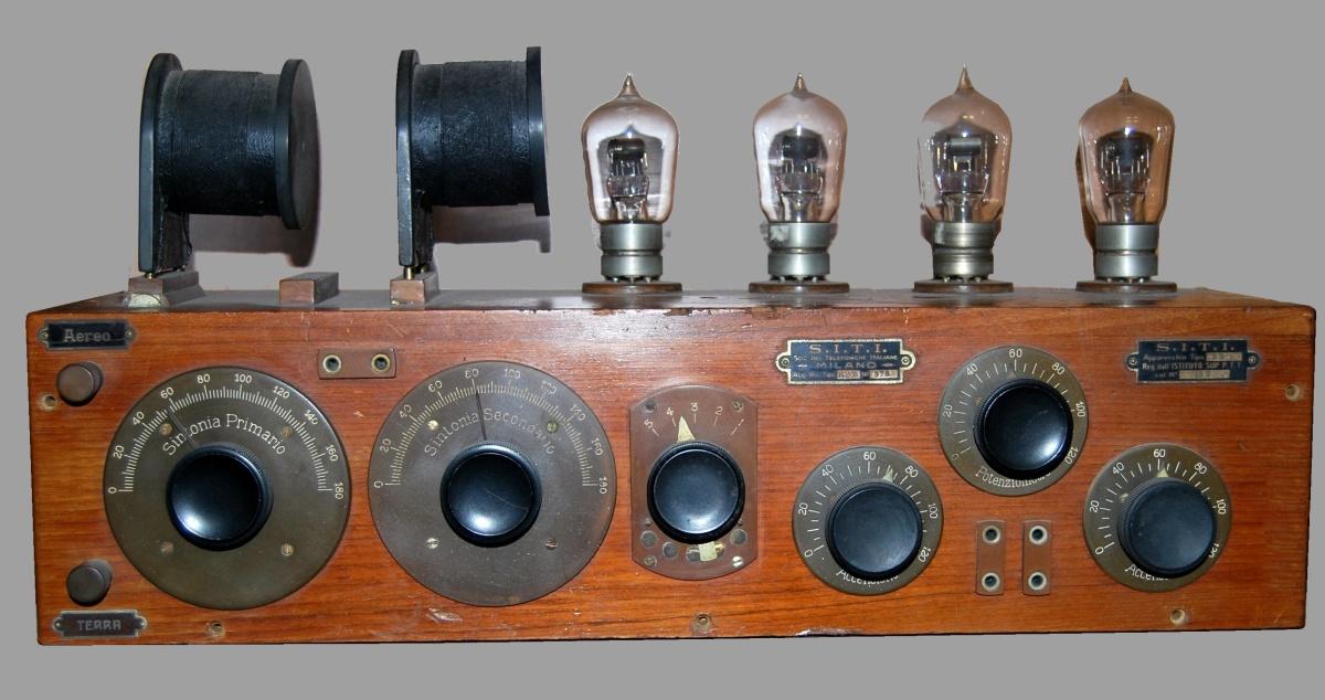Radio anni 20 4 valvole SITI R2M S.I.T.I.  4 valvole esterne