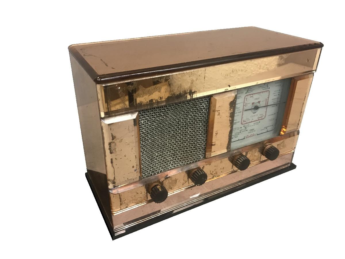 Radio Vertex modello Colibrì vetro rosa.  Società Anonima Radiofrigor